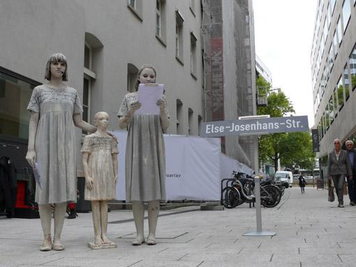 Performance bei der Benennung der Else-Josenhans-Straße