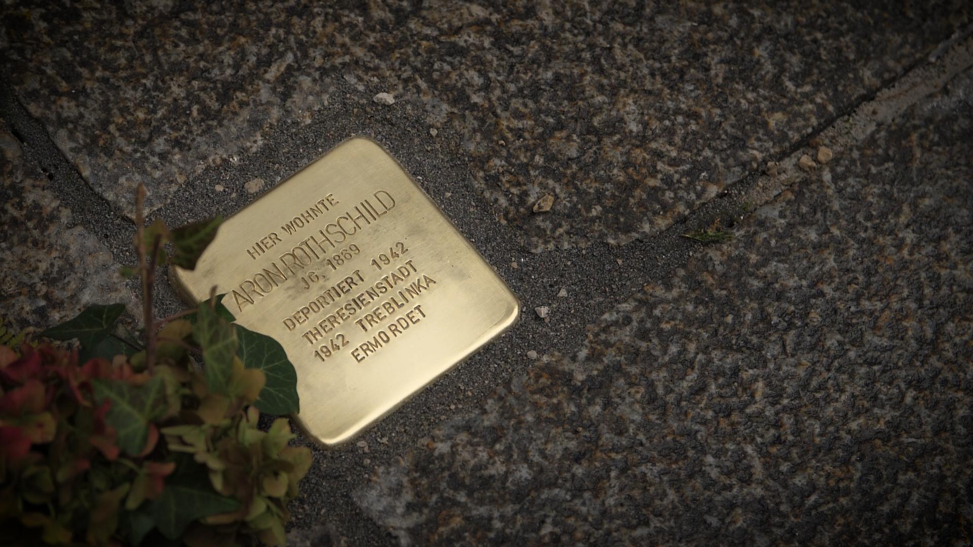 StolperKunst bei der Verlegung des Stolpersteins  für Aron Rothschild am 15.11.2018